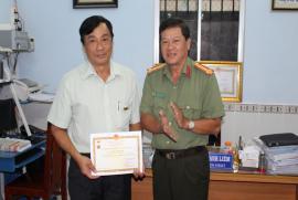 Lễ trao Kỷ niệm chương vì an ninh tổ quốc