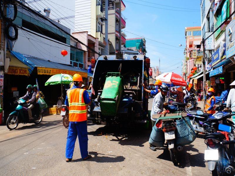 Dịch vụ thu gom, vận chuyển và xử lý rác thải sinh hoạt